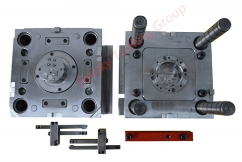 Custom injection mold maker