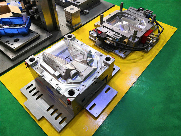 Plastic injection mold manufacturing